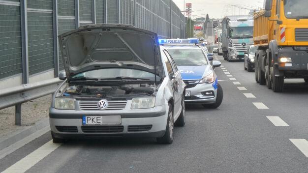 Policyjny pościg na Targówku. Uszkodzone auta, w tym radiowozy
