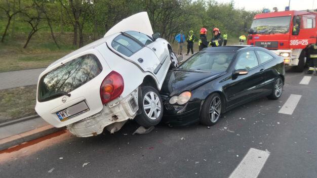 Auto na aucie, jedna osoba ranna