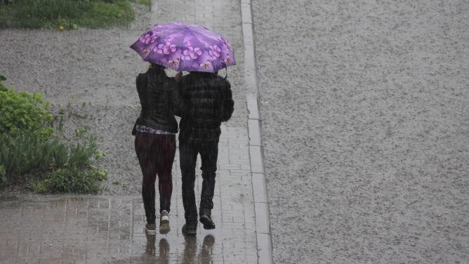 Intensywne opady deszczu i silny wiatr. <br />IMGW może wydać alarmy