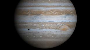 Najmniejszy księżyc krąży wokół Jowisza